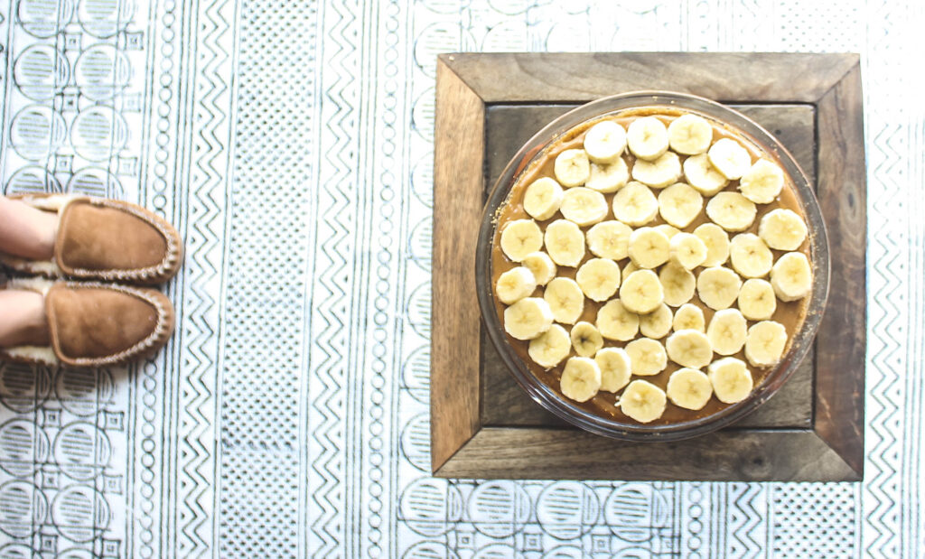 Graham crust, sweetened condensed center and topped with sliced bananas.