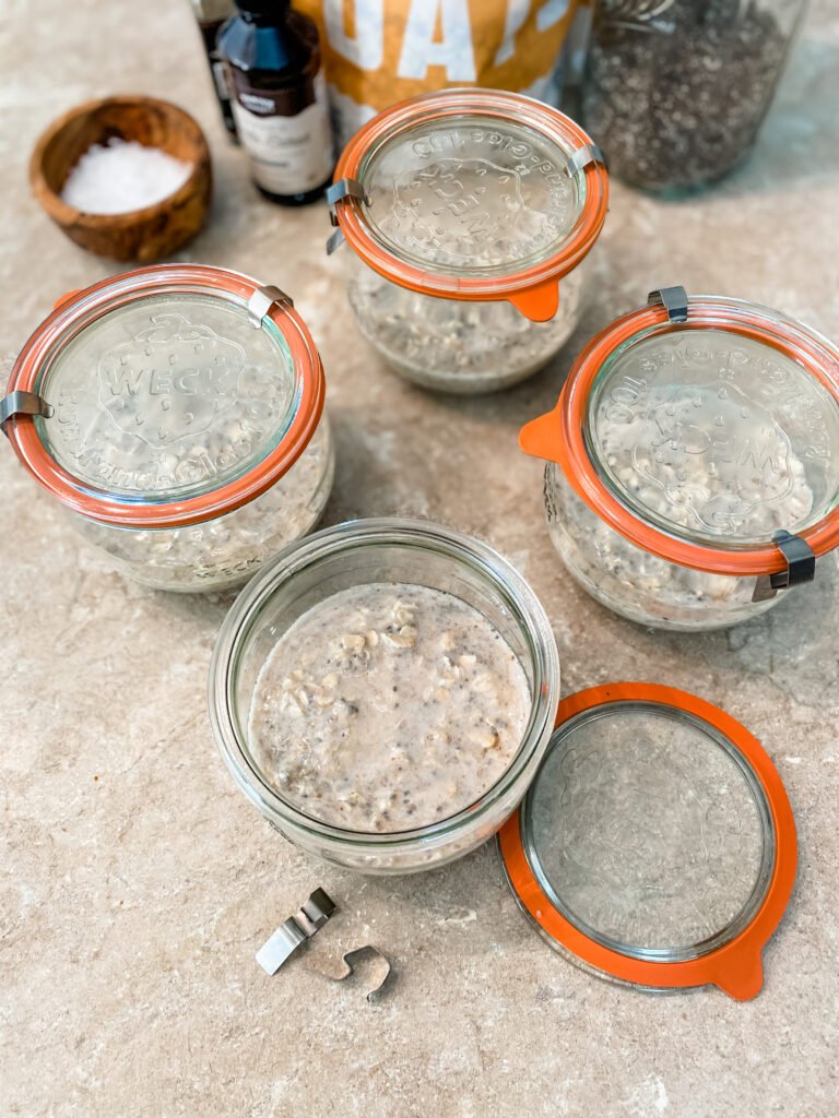 filled weck jars of meal prep overnight oats.